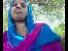 Desi Aunty Handjob In Park