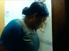 Big Boobs Desi Aunty Bath